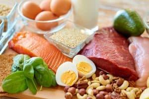 fuentes-de-proteina-encima-de-la-mesa-1200x799